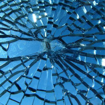 törött üveg
